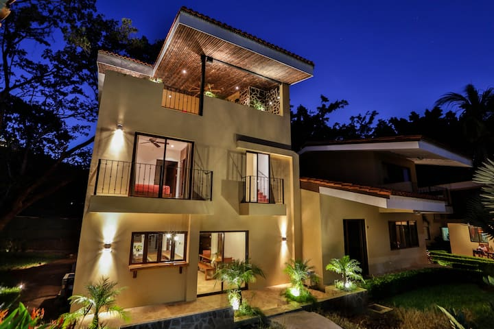 Poolside Rooftop Gardens & Paradise - Ocotal Beach - Huis