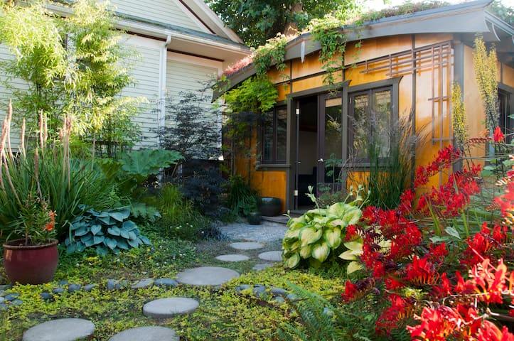 Garden Oasis Guest House - Portland - Cabaña