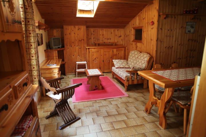 Grazioso appartamento mansardato - Fontainemore - Leilighet