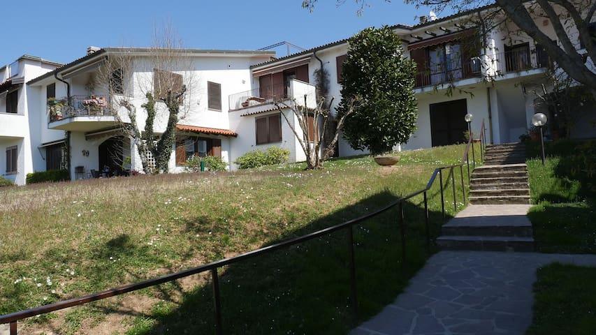 Appartamento in residence - Appiano Gentile - Hus