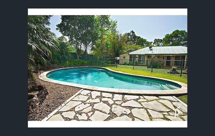 The Cottage - Hinterland Home Among the Gum Trees - Tallai - Maison