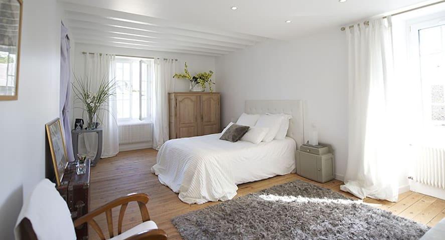 EQUINOXE Chambre d'hôte  charme en Suisse Normande - Esson - Bed & Breakfast