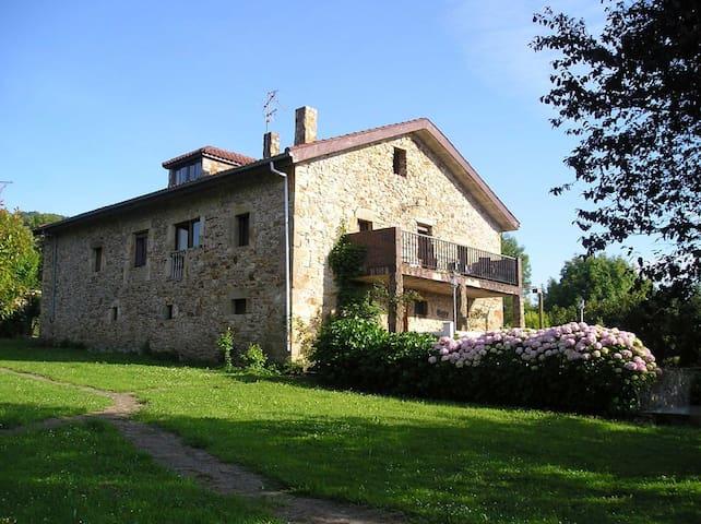 Casa Bezales, Alquiler integro capacidad hasta 23 - Ampuero