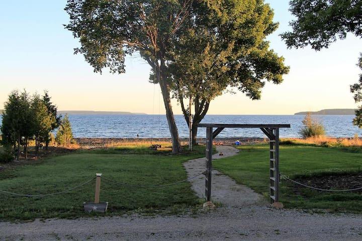 Island View Waterfront Cottage at Big Bay! - Wiarton - Houten huisje