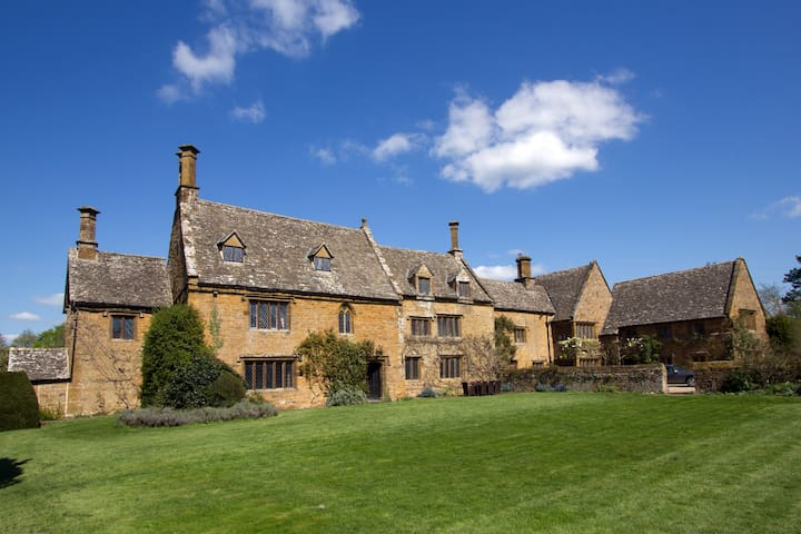 Oldest part of Cotswold Manor - Warwickshire - Hus
