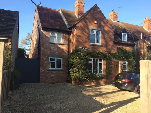 Spacious, light family home close to Oxford&London - Great Milton - Hus