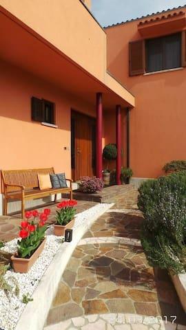 Accommodation with garden near Trieste & motorway - Trieste - Villa