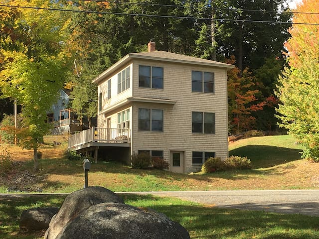 100 Luckey's Landing 4 Season's Lake House - Glenburn