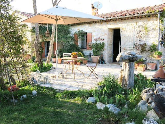 Decorators' Country Cottage+Garden - Coursegoules