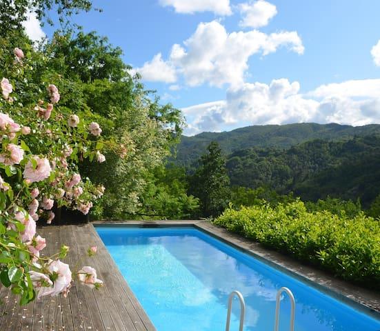 Bezauberndes Landhaus mit Pool - Aramo - Bed & Breakfast
