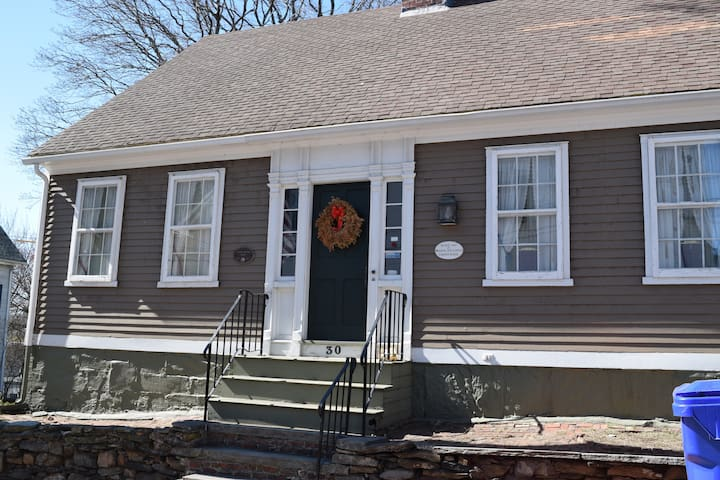 Ultra Historic House 5 mi from Prov - Pawtucket - Huis