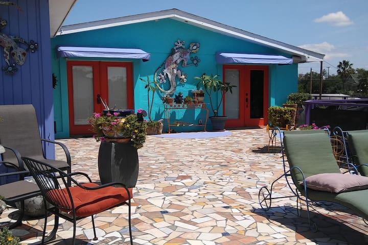 Casa Lozano Guesthouse and gardens - Laredo - Gjestehus