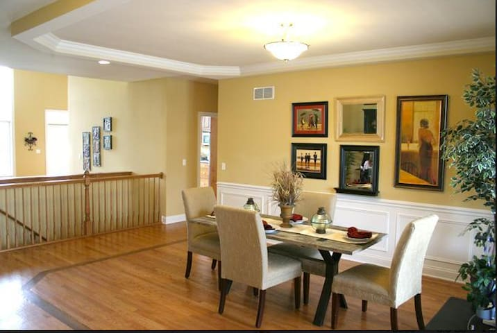Peaceful Paradise - Chicago Room - Plainfield - Huis