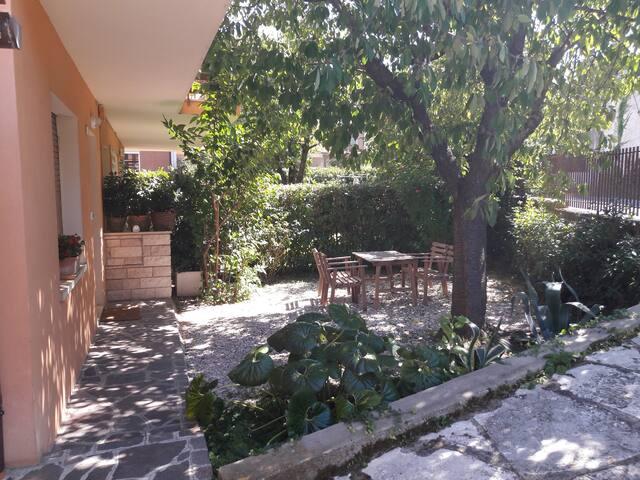 Accogliente appartamento con giardino privato - Fano - Apartamento