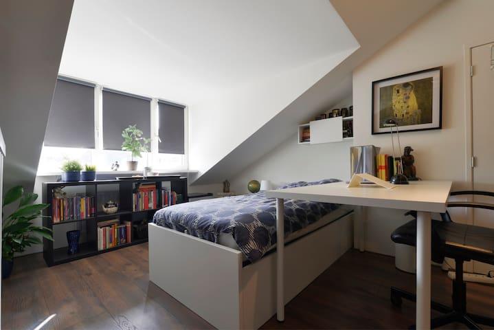 Lovely room near to Breda and Roosendaal - Etten-Leur - 家庭式旅館