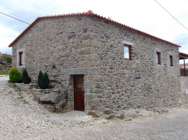 Casa do Pelourinho - Turismo Rural - Rebordaínhos - Villa