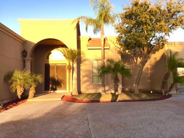Beautiful Home in Winfield - Laredo - Hus