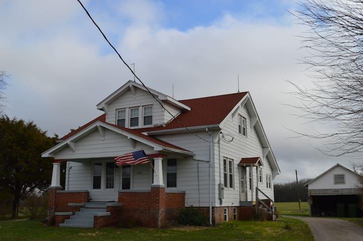 Renovated 1930's Farm House - Vergennes - Hús