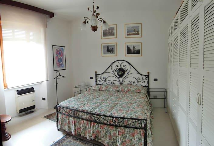 Lake Maggiore privat ground floor 2 rooms & garden - Angera