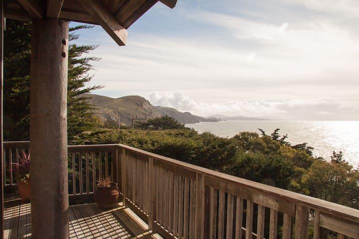 Muir Beach's Haiku House with Dramatic Ocean Views - Muir Beach