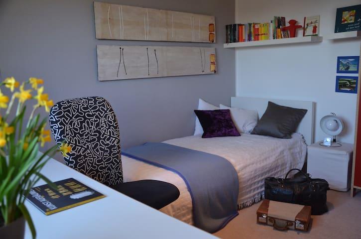 ruhiges Zimmer mit Morgensonne - Gröbenzell - Wikt i opierunek