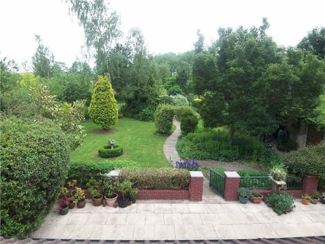 Large Double Room with En-Suite, Tranquil Setting - Retford - Haus