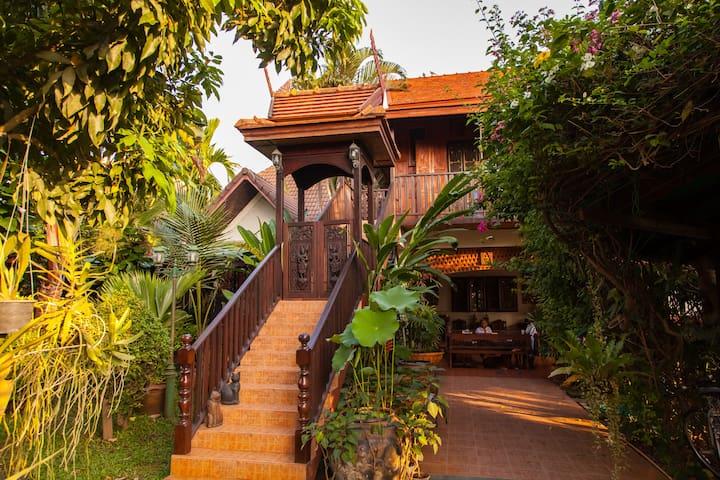 golden teak home room 3 - Yang Nueng