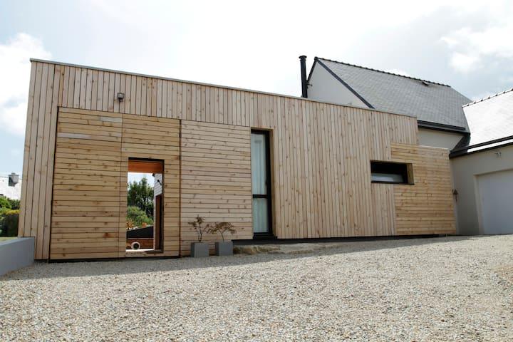 Maison en bois neuve atypique, plage à pied.... - Erdeven - Hus