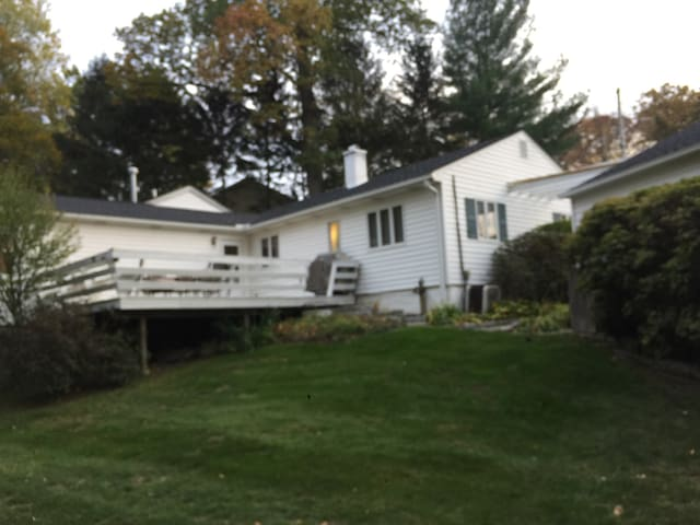 Tranquil ranch - 45 mins to NYC. - Ossining - Hus
