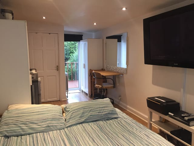 Beautiful Suburban Self-contained Studio - Enfield