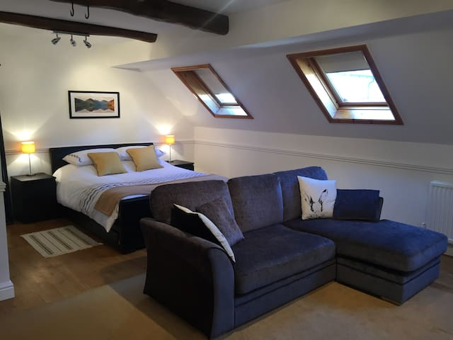 The Coach House Studio - Aston - Apartemen