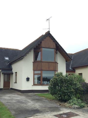Beautiful 4 Bedroom House, Ballymoney - Ballymoney - Casa