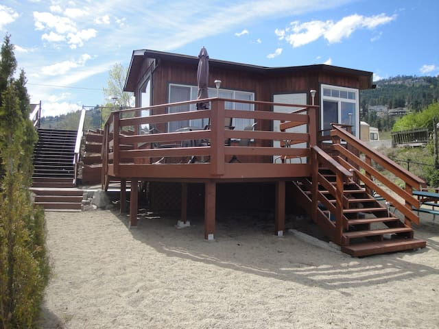 Okanagan Lake Vacation Cabin - West Kelowna - Kabin