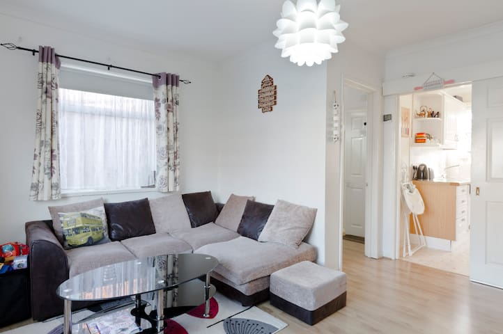 Double bedroom with parking &garden - Reading - Huis