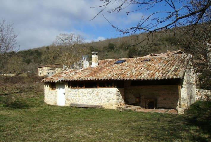 Preciosa Cabaña en una impresionante aldea - Linares - 獨棟
