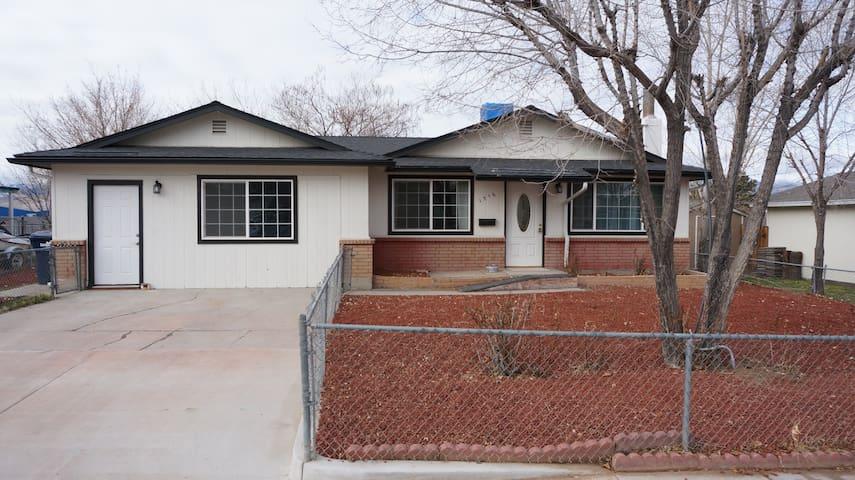 M - Modern & Clean House in Carson City - Carson City