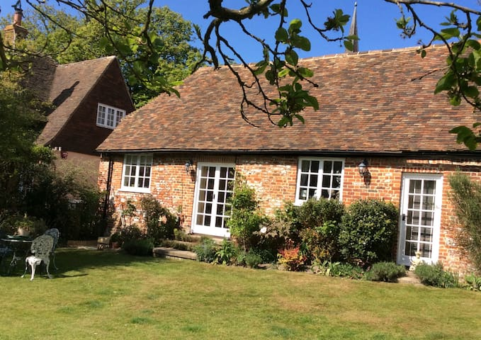 Grade II Listed self-contained 1 bedroom annexe - Wingham - Hus
