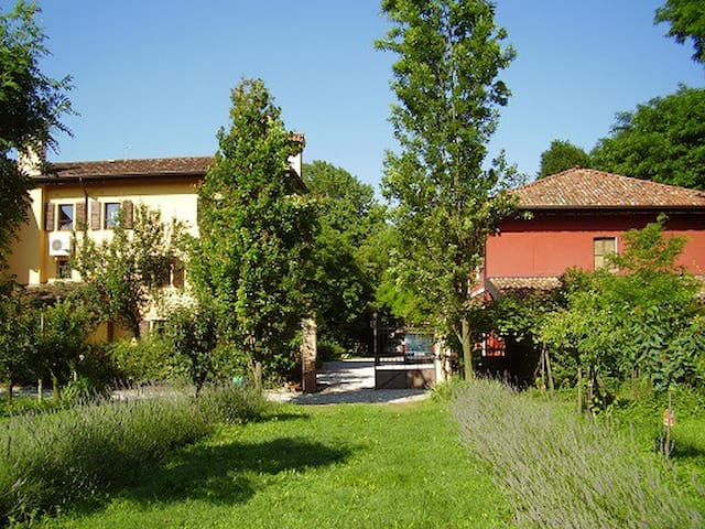 Apartments in a Country house - PORTOGRUARO - Bed & Breakfast