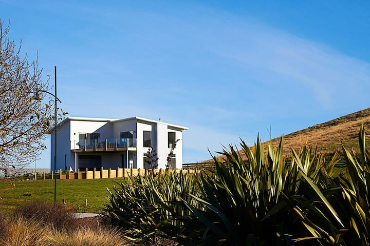 Shearwater House - stunning executive house! - Kaikoura - Huis