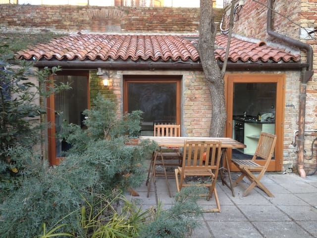 Charming studio + private garden! - Venedig