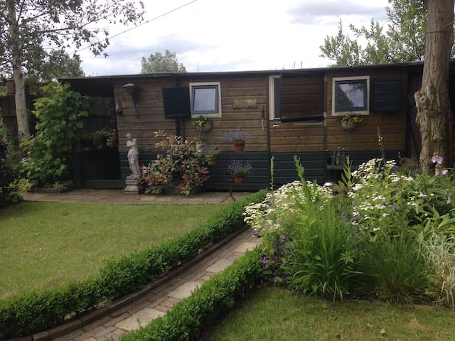 2 rooms for rent in house on island - Nederhorst den Berg - Hus