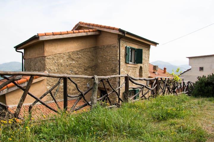 Antica casa ligure in pietra, a 20min Alassio - Marmoreo - Vila