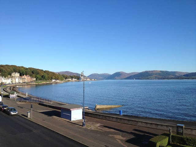 Bright, homely flat overlooking Rothesay Bay ! - Rothesay - Departamento