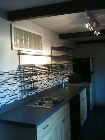 Shared home with separate apartment - Wayland - Appartement