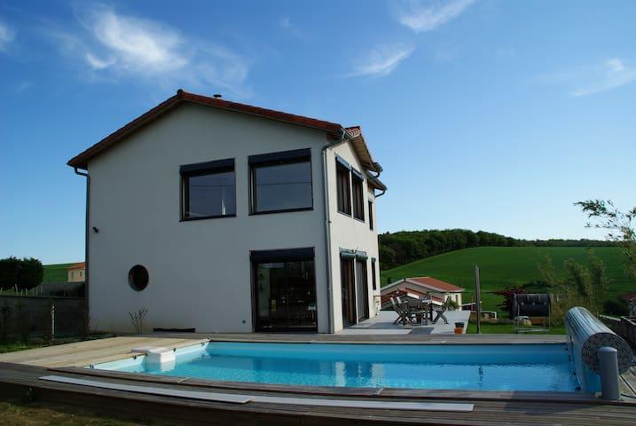 maison 146 m²  avec piscine dans le Pilat - Échalas - Casa