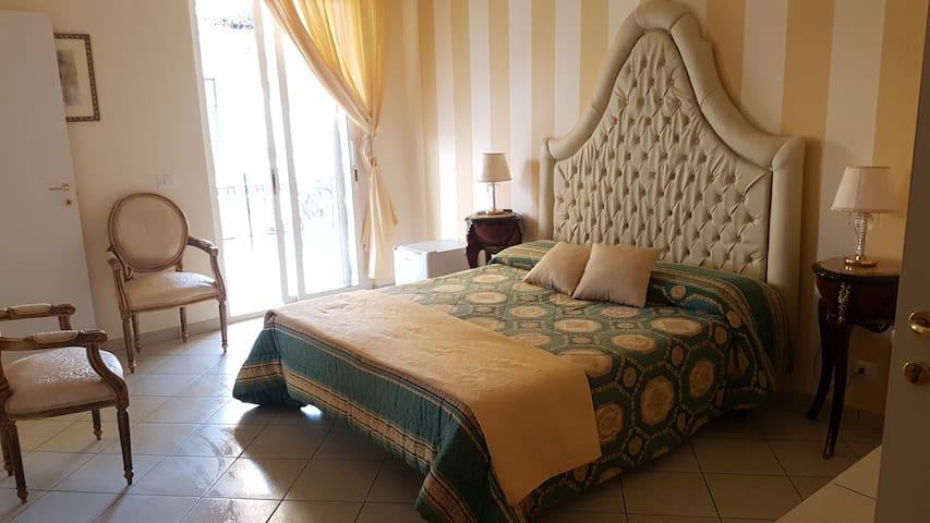 """B&B TORRE DEI SARACENI - Private room """"Artemisia"""" - Marina di Gioiosa Ionica - Bed & Breakfast"""