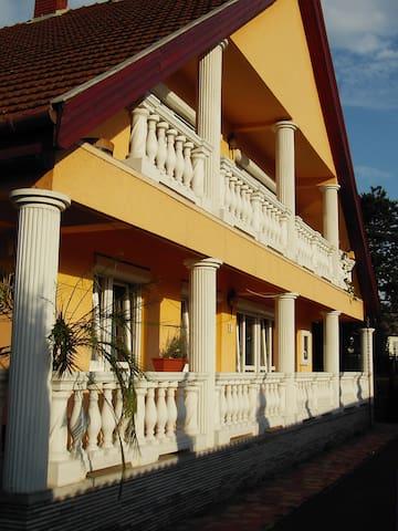 Koppi Ház Siófok - Siófok - Casa