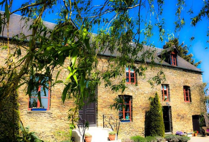 'Joe M Marez' Vintage home - Montrabot
