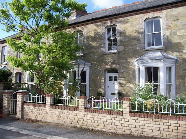 Spacious Victorian house, central Truro, - トルロー