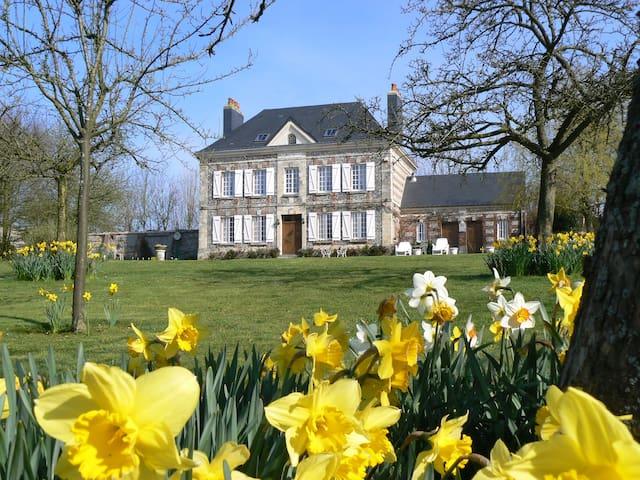 Chambre mansardée dans la campagne normande - Angerville-l'Orcher - Pousada